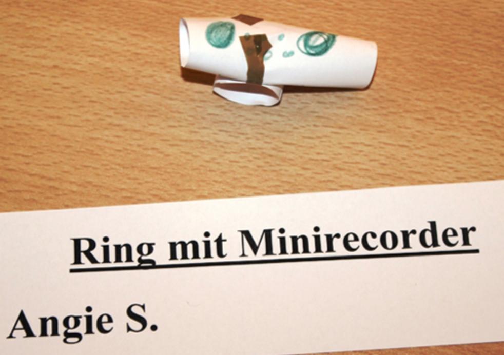 Bild von Ring mit Minirecorder